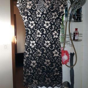 No Boundaries (SIZE MEDIUM)Gold & Black Lace DRESS